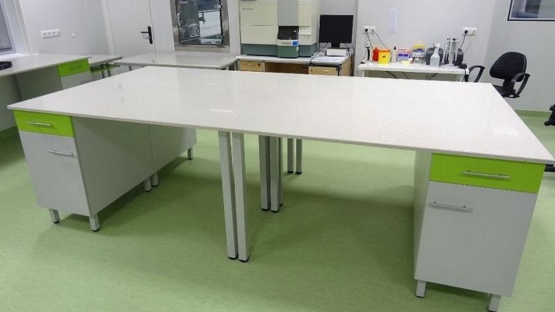 Meble medyczne. Meble do szpitali. Meble do przychodni. W skład zestawu mebli wchodzi: szafki, szafy, stolik, biurko, aneks kuchenny, krzesła, fotele