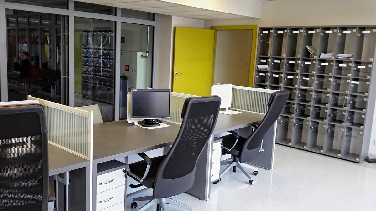 Kolejne ujęcie mebli biurowych we wrocławskiej SWPS