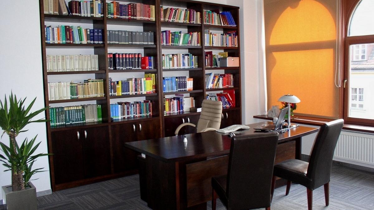 Wrocławscy adwokaci to kolejna grupa klientów, która korzysta z naszych mebli biurowych
