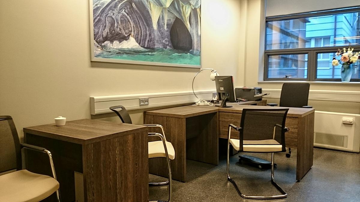 Politechnika Wrocławska jest naszym klientem od lat, który zamawia u nas meble biurowe różnego rodzaju