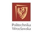 Kolejna uczelnia ze współpracy z którą jesteśmy dumni. Politechnika Wrocławska wiele razy korzystała z naszych usług w zakresie dostarczania mebli biurowych oraz mebli blbliotecznych